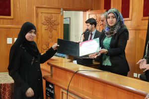 Dalal Abuelaish honoring one of the students